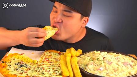 韩国大胃王胖哥,试吃两个大披萨,配着酱黄瓜吃太过瘾了