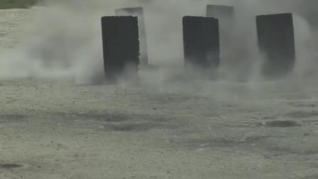 美国新兵手雷投掷训练,要投掷到6块钢板模拟的目标中