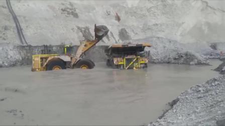 真正的巨无霸挖掘机,每天耗油量都以吨为单位