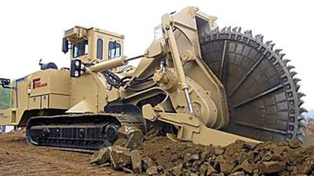 拆迁的废弃钢筋土,最终怎么取出钢筋?看到这个开挂机械太牛了