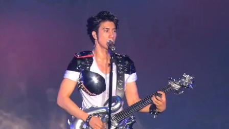 王力宏真挚献唱《安全感》经典现场,帅气演绎尽显魅力!
