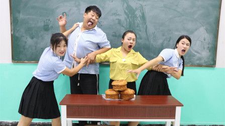 学霸王小九校园剧:老师让学生挑战吃比脸还大的面包,每人吃一个,没想女同学不够吃