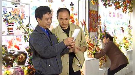 血玲珑:梁子拿照片去花店查访,确认那天夜里萧蔷男朋友买过黑玫瑰
