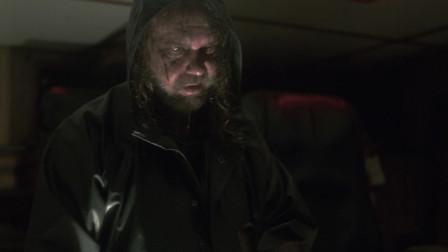 绝命幽灵船:小布加足马力追赶幽灵船,汽油和信号弹让船爆炸