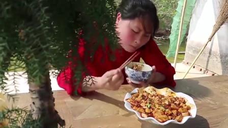 香辣麻婆豆腐太下饭,胖妹一口气吃3碗米饭,都看饿了