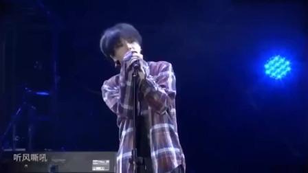 华晨宇现场演唱《蜉蝣》,嗓音很有穿透力,听完果断分享