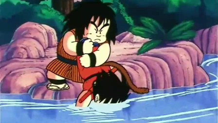 龙珠:悟空身负重伤要喝水,亚奇洛贝给他喝一条河的水