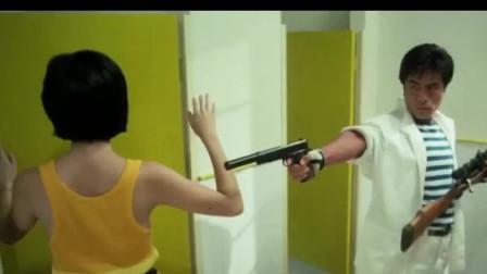 青青上厕所碰见杀手,不料青青机智扮瞎子,才逃过一劫