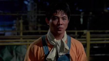 李连杰为了复仇直接出去,手刃四个洋人,打得非常狠