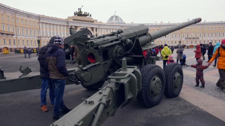 """俄罗斯纪念列宁格勒保卫战胜利76周年 居民""""上手""""二战武器装备"""