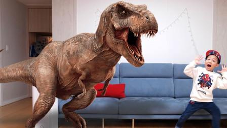 儿童趣味生活,小正太把霸王龙变成了恐龙软糖玩具。