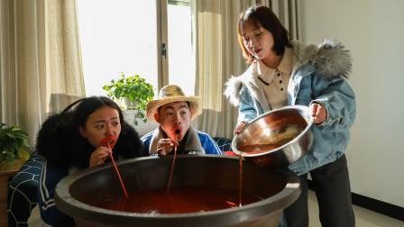 两学生拿火锅汤看老师,目的是想减少寒假作业,不料老师留后手