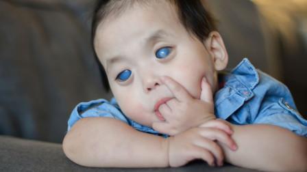 小女孩因为长着蓝眼睛,被父母无情抛弃,却被美国夫妇收养!