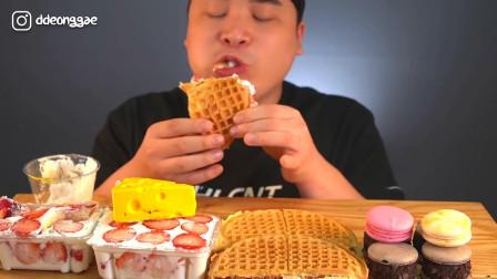 韩国大胃王胖哥,试吃特色华夫饼,夹着草莓奶油酱吃太过瘾了