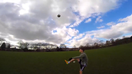 氦气足球有多厉害,普通人一脚能踢上天,某个足球队或许有救了