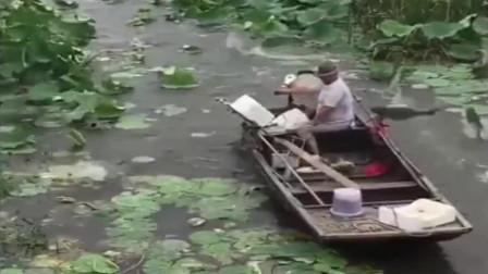 大爷捕鱼20年,第一次遇到这种情况,你说惊奇不惊奇!