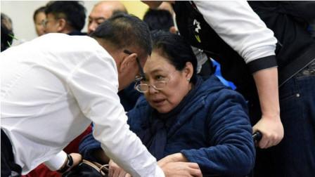 她一生辉煌,却被儿子记恨女儿出国,今晚年坐轮椅显凄凉