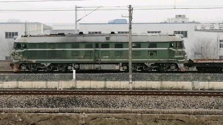 淮泰联络线 中铁十七局DF4-6200倒推长轨平板车返回铺轨基地临时停车