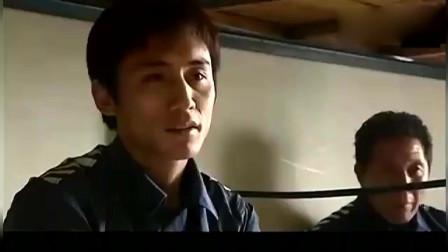 血色浪漫:刘烨几下就打趴了监狱一哥,吓得小弟们赶紧给口粮