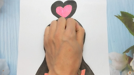 用手掌放在普通纸手绘王默,画法简单有趣手势图,女孩子很喜欢