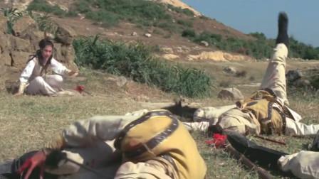 老太君被数千敌兵团团围住,穆桂英带领五六人就把她救出