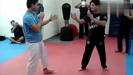 跆拳道选手与咏春拳大师过招,你看出谁厉害了吗?
