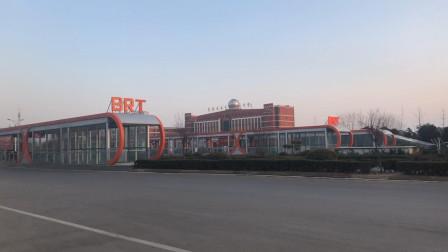 你见过没有客流的枣庄BRT联通换乘中心站吗?今年初六就是这个样,四个站台几乎没有人,和往年对比反差太大了