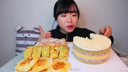 韩国吃播小姐姐,吃一个奶油蛋糕和面包甜点,大口大口吃不腻吗