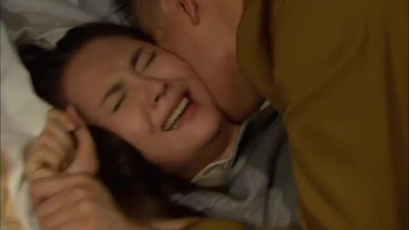 美女被日本人强吻连日本军官都看不下去直接把他赶走