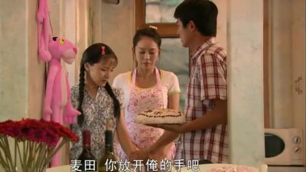 男朋友生日,农村女孩亲手做蛋糕送过去,不料打开门崩溃了!