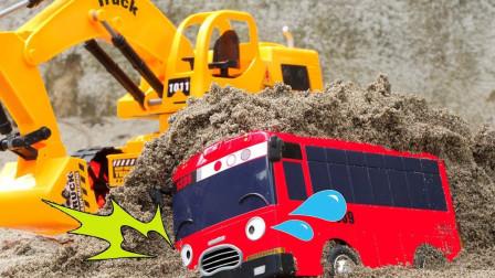 糟糕!小公交车太友佳尼被困在泥土里!这该咋办?趣味玩具故事