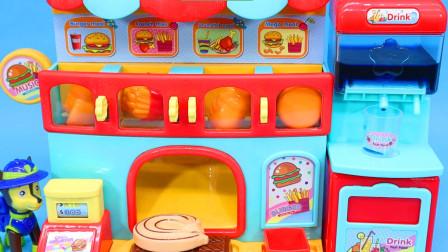 阿奇的音乐汉堡店 还有出水饮料机 吃鸡腿喝饮料啦