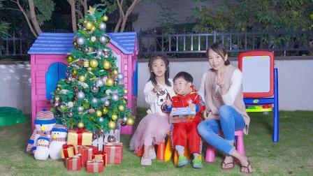 枫枫玩具 萌娃枫枫快叫妈妈和姐姐帮忙安装一颗新圣诞树吧