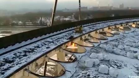 俄体育馆拆除过程中突然坍塌 无人机拍下全程