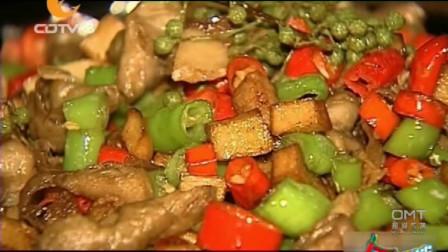 干锅排骨虾味道霸道,心形豆腐外酥里嫩咸鲜微辣,吃出恋爱的感觉
