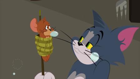 猫和老鼠:汤姆将老鼠杰瑞绑在木棒上,给自己搓澡!