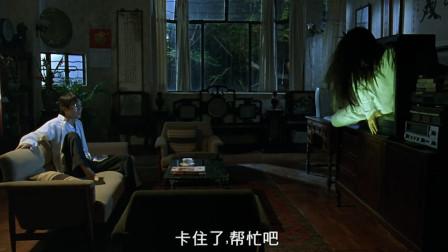 月黑风高夜,没想到贞子出场还能卡住,星爷上去就是一拳