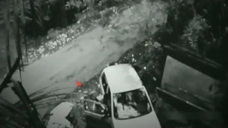 灵异事件:监控拍到司机刚打开车门,两秒后发生怪异的事