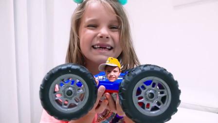 越看越有趣萌娃小可爱用魔法棒把哥哥变到玩具小汽车里面了小家伙可真是调皮呀