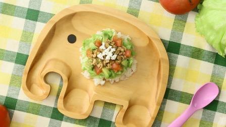 牛油果富含多种营养物质,搭配鸡肉什锦做成辅食让宝宝吃不停