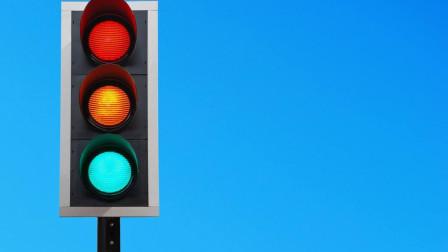 科目三考试:红绿灯停车的常见两种方式,你适合哪一种?随便用!
