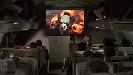 空姐在安慰乘客,飞机上却放飞行事故视频,也不怕乘客引起恐慌