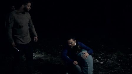 人类怪物:麦克想要拉着苔丝离开,想不到竟受到惊吓