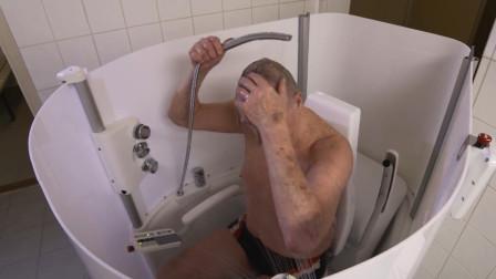 老人洗澡不方便?老外设计出全自动淋浴房,看完感觉真有用!