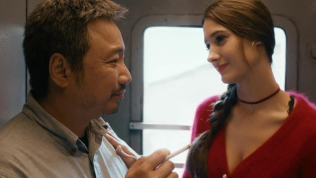 《囧妈》中严禁模仿的片段:火车门钥匙随便买,俄罗斯女孩太胆大!