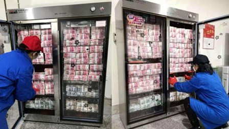 """银行每天把千万元现金放进消毒柜 只为让市民用上""""干净钱"""""""