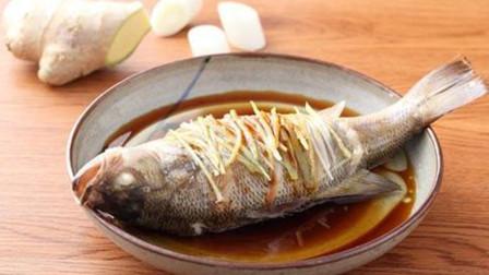 做清蒸鱼还在直接浇豉油?用这个小窍门,蒸出来的鱼味道更鲜美