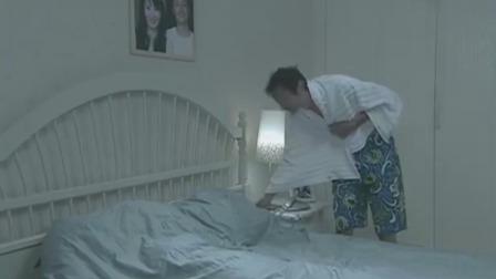 小姨子躺在姐姐被窝里,老男人洗完澡掀开被子尴尬了!