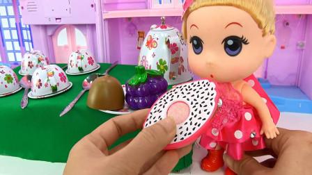 亮亮玩具芭比娃娃厨房烹饪和拆奇趣蛋玩具,婴幼儿宝宝过家家游戏视频