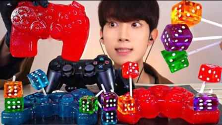 游戏机手柄橡皮糖,充满创意和趣味,小哥边吃边玩,结果吃到怀疑人生